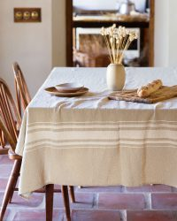 Contemporary Table Cloth With Variegated Stripes